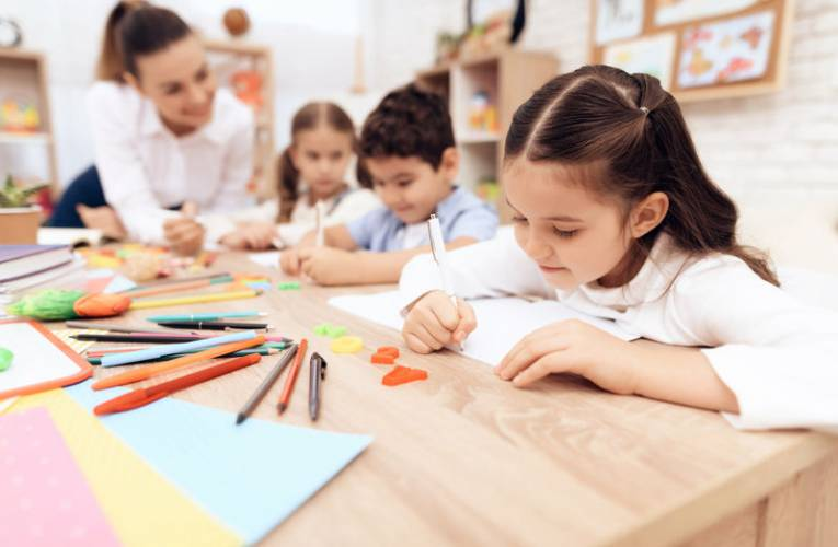 Edukacja przez zabawę- czyli jak nauczyć dziecko literek?